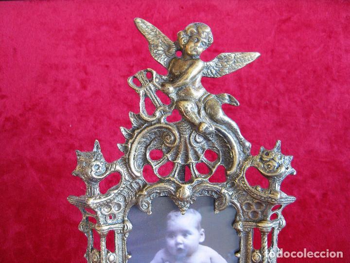 Antigüedades: PORTAFOTOS, MARCO PARA FOTOS EN BRONCE , PORTARETRATO REMATADO CON UN ANGELOTE - Foto 4 - 276185003