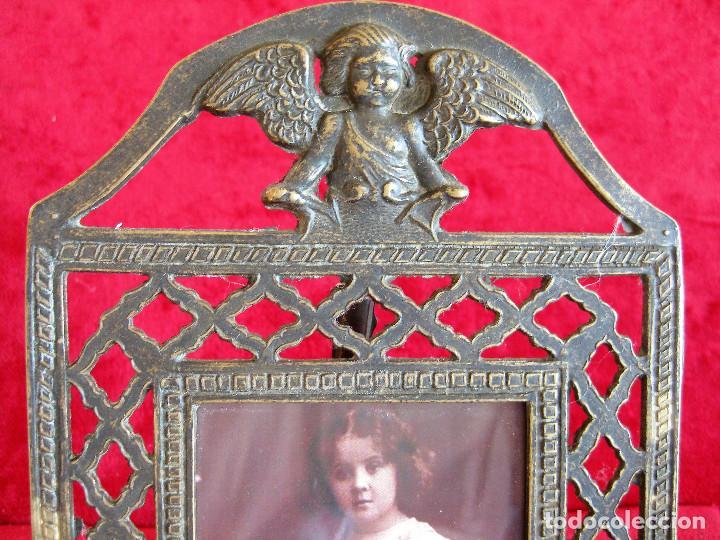 Antigüedades: PORTAFOTOS, MARCO PARA FOTOS EN BRONCE , PORTARETRATO REMATADO CON UN ANGELOTE - Foto 4 - 276185323