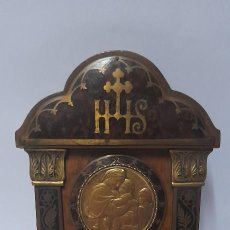 Antigüedades: ANTIGUA BENDITERA DE MADERA DE CAOBA Y DETALLES EN BRONCE. Lote 276207068