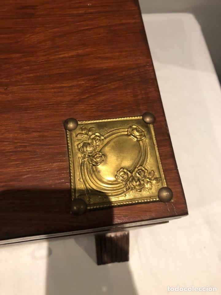 Antigüedades: Antiguo baúl o caja madera antigua decorada con insignia republicana espano suiza y escudo militar . - Foto 12 - 276211798