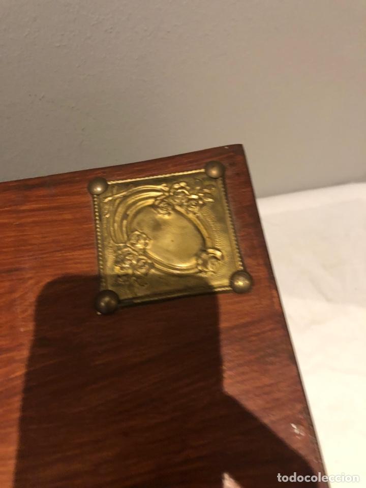 Antigüedades: Antiguo baúl o caja madera antigua decorada con insignia republicana espano suiza y escudo militar . - Foto 13 - 276211798