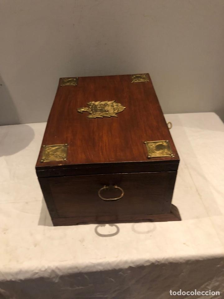 Antigüedades: Antiguo baúl o caja madera antigua decorada con insignia republicana espano suiza y escudo militar . - Foto 16 - 276211798