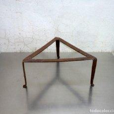 Antiquités: ANTIGUO TREBEDE TRIANGULAR.35 X 30 CM.. Lote 276217858