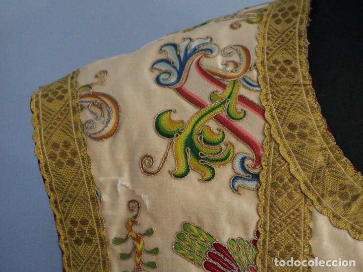 Antigüedades: Singular casulla de origen chino o filipino en seda bordada. Siglo XVIII. - Foto 3 - 276221758