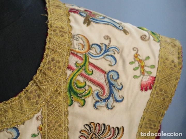 Antigüedades: Singular casulla de origen chino o filipino en seda bordada. Siglo XVIII. - Foto 4 - 276221758