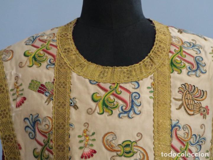 Antigüedades: Singular casulla de origen chino o filipino en seda bordada. Siglo XVIII. - Foto 5 - 276221758