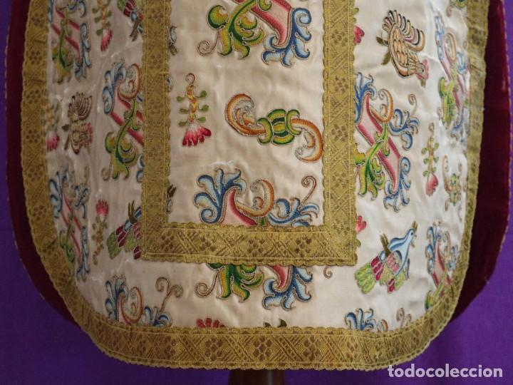 Antigüedades: Singular casulla de origen chino o filipino en seda bordada. Siglo XVIII. - Foto 7 - 276221758