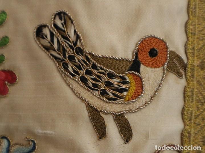Antigüedades: Singular casulla de origen chino o filipino en seda bordada. Siglo XVIII. - Foto 11 - 276221758