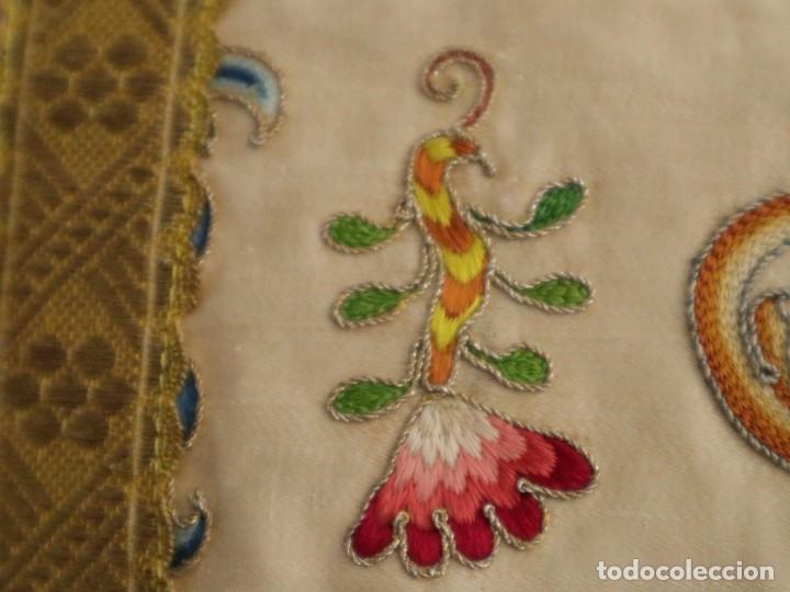 Antigüedades: Singular casulla de origen chino o filipino en seda bordada. Siglo XVIII. - Foto 14 - 276221758
