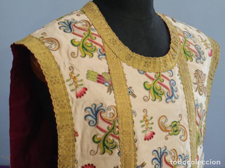 Antigüedades: Singular casulla de origen chino o filipino en seda bordada. Siglo XVIII. - Foto 16 - 276221758