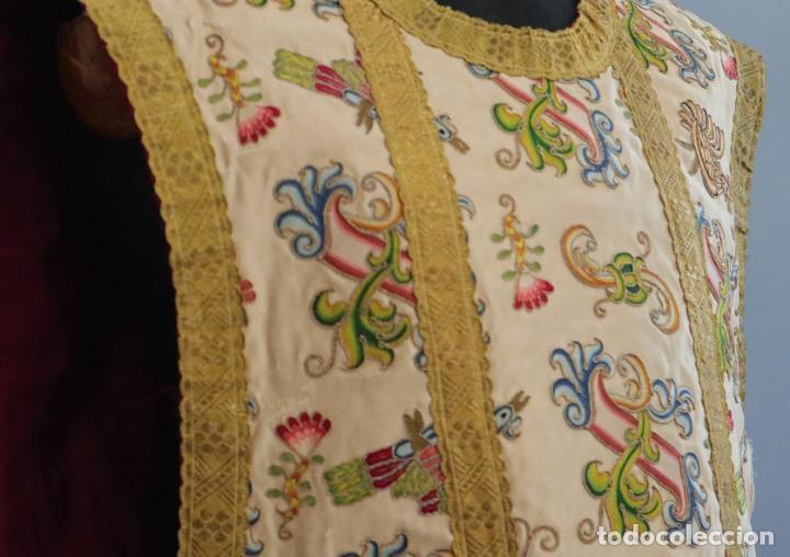 Antigüedades: Singular casulla de origen chino o filipino en seda bordada. Siglo XVIII. - Foto 17 - 276221758