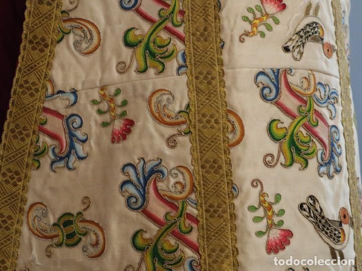 Antigüedades: Singular casulla de origen chino o filipino en seda bordada. Siglo XVIII. - Foto 18 - 276221758