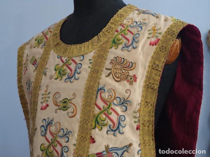 Antigüedades: Singular casulla de origen chino o filipino en seda bordada. Siglo XVIII. - Foto 21 - 276221758