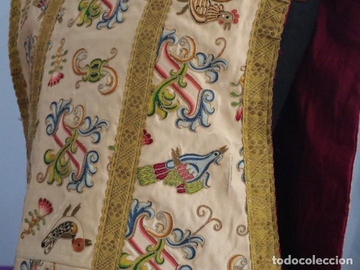 Antigüedades: Singular casulla de origen chino o filipino en seda bordada. Siglo XVIII. - Foto 22 - 276221758