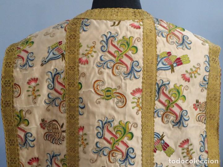 Antigüedades: Singular casulla de origen chino o filipino en seda bordada. Siglo XVIII. - Foto 26 - 276221758