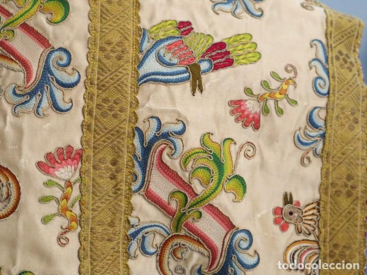 Antigüedades: Singular casulla de origen chino o filipino en seda bordada. Siglo XVIII. - Foto 28 - 276221758