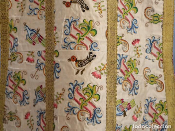 Antigüedades: Singular casulla de origen chino o filipino en seda bordada. Siglo XVIII. - Foto 29 - 276221758