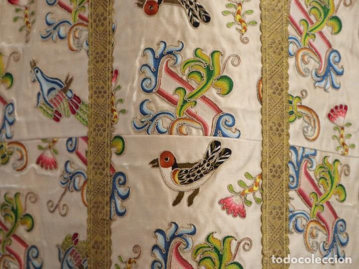 Antigüedades: Singular casulla de origen chino o filipino en seda bordada. Siglo XVIII. - Foto 30 - 276221758