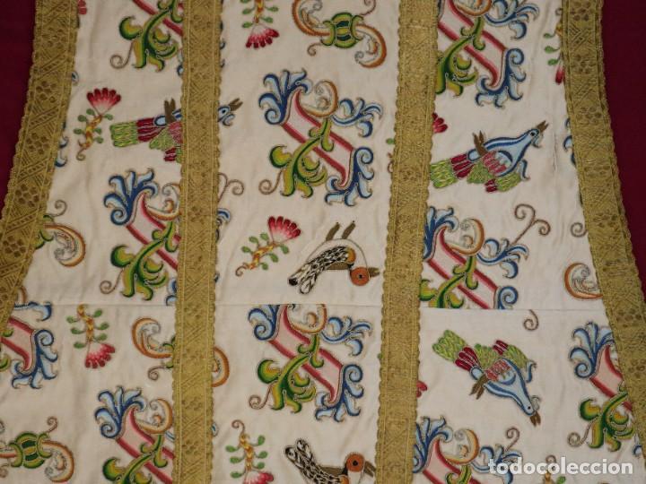 Antigüedades: Singular casulla de origen chino o filipino en seda bordada. Siglo XVIII. - Foto 35 - 276221758