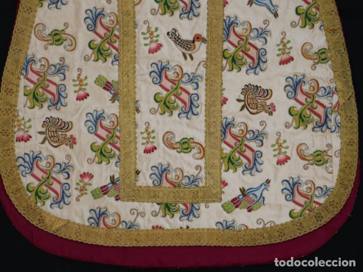 Antigüedades: Singular casulla de origen chino o filipino en seda bordada. Siglo XVIII. - Foto 36 - 276221758