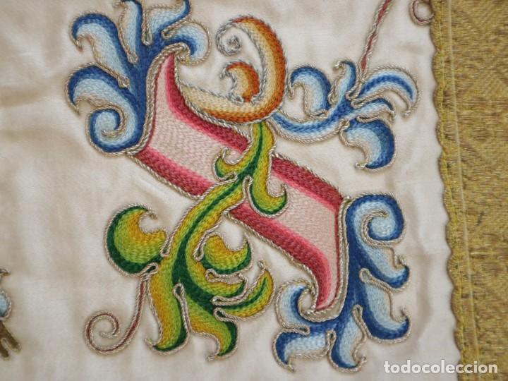 Antigüedades: Singular casulla de origen chino o filipino en seda bordada. Siglo XVIII. - Foto 38 - 276221758