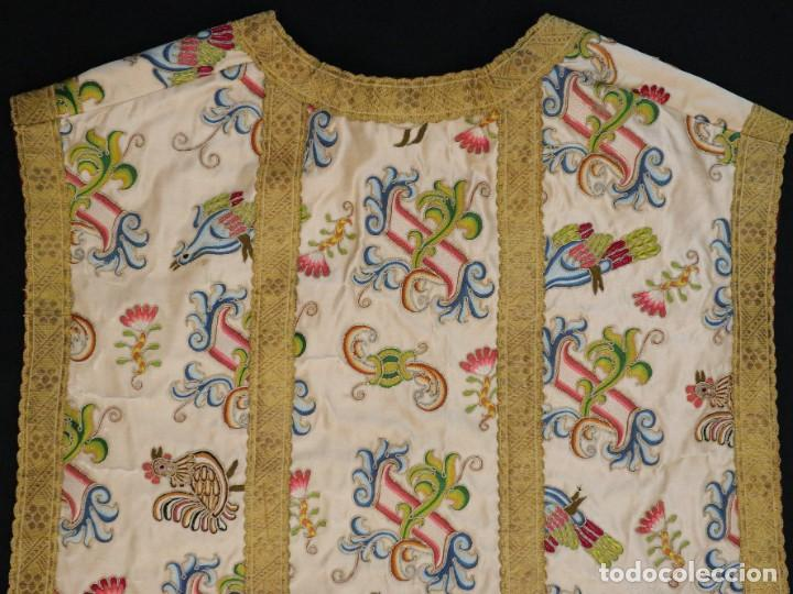 Antigüedades: Singular casulla de origen chino o filipino en seda bordada. Siglo XVIII. - Foto 40 - 276221758