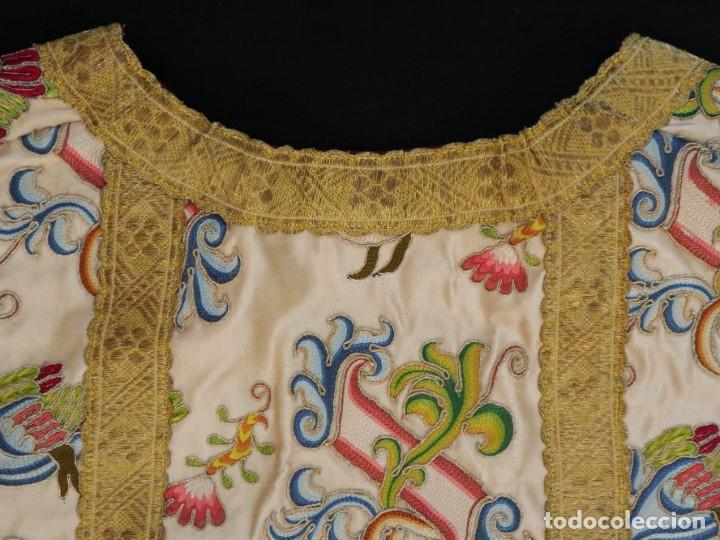 Antigüedades: Singular casulla de origen chino o filipino en seda bordada. Siglo XVIII. - Foto 41 - 276221758