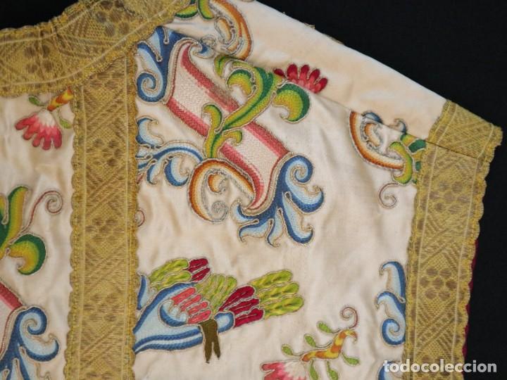 Antigüedades: Singular casulla de origen chino o filipino en seda bordada. Siglo XVIII. - Foto 42 - 276221758