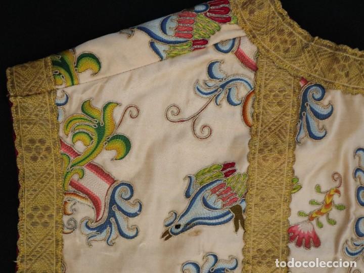 Antigüedades: Singular casulla de origen chino o filipino en seda bordada. Siglo XVIII. - Foto 43 - 276221758