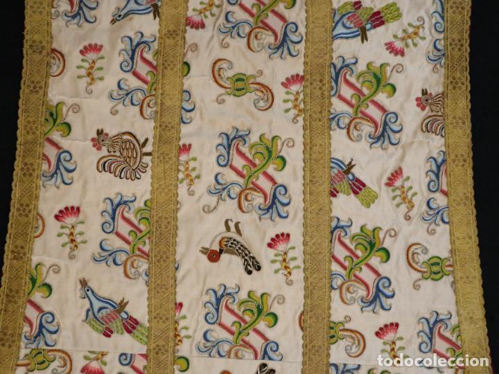 Antigüedades: Singular casulla de origen chino o filipino en seda bordada. Siglo XVIII. - Foto 44 - 276221758