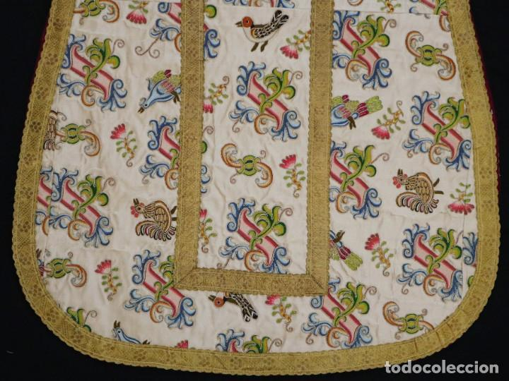Antigüedades: Singular casulla de origen chino o filipino en seda bordada. Siglo XVIII. - Foto 45 - 276221758
