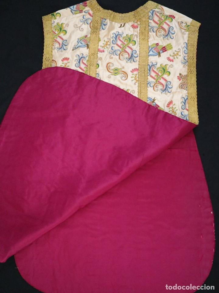 Antigüedades: Singular casulla de origen chino o filipino en seda bordada. Siglo XVIII. - Foto 47 - 276221758