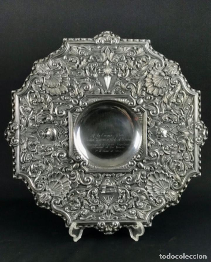 HISTÓRICA ~DOÑA CARMEN POLO DE FRANCO~ GRAN BANDEJA EN PLATA DE LEY 807GR PESO CORUÑA 1962 (Antigüedades - Platería - Plata de Ley Antigua)