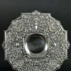 Antigüedades: HISTÓRICA ~DOÑA CARMEN POLO DE FRANCO~ GRAN BANDEJA EN PLATA DE LEY 807GR PESO CORUÑA 1962. Lote 276253293