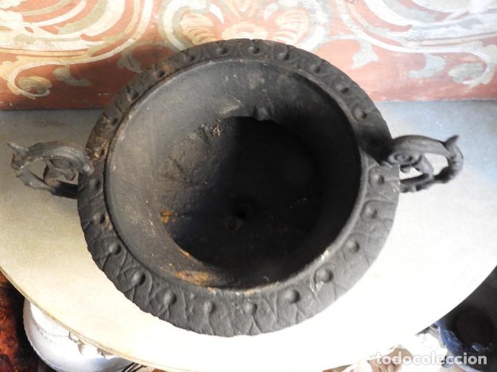 Antigüedades: COPA DE HIERRO NEGRA CON DOS ASAS - Foto 4 - 276264908