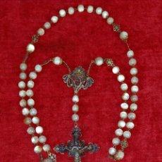 Antigüedades: COLGANTES RELIGIOSOS Y ROSARIO EN FILIGRANA. PLATA. METAL. NÁCAR. ESPAÑA. SIGLO XIX. Lote 276294463