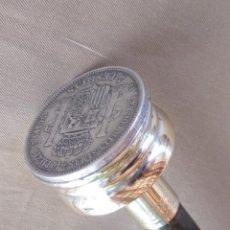 Antigüedades: ANTIGUO BASTÓN, CON MONEDA DE PLATA .900 REINADO AMADEO DE SABOYA.. Lote 276294853