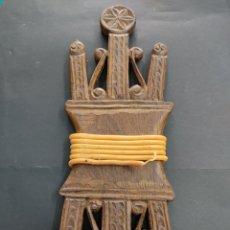 Antigüedades: ANTIGUA ARGIZAIOLA TRADICIONAL VASCA MADERA CON EGUZKIS LAUBURU PAIS VASCO ETNOGRAFIA BASQUE. Lote 276358768