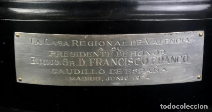 Antigüedades: TROFEO DE LAURELES PLATA DE LEY. 966GR~CASA REGIONAL DE VALENCIA A DON FRC. FRANCO~ PRESIDENTE HONOR - Foto 2 - 276360798