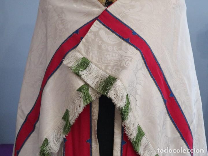 Antigüedades: Capa pluvial de seda en corte moderno acompañada de humeral. Años 60. - Foto 3 - 276410408