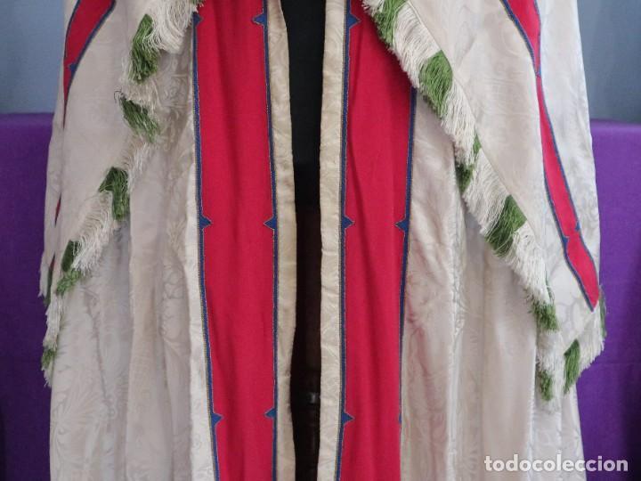 Antigüedades: Capa pluvial de seda en corte moderno acompañada de humeral. Años 60. - Foto 4 - 276410408