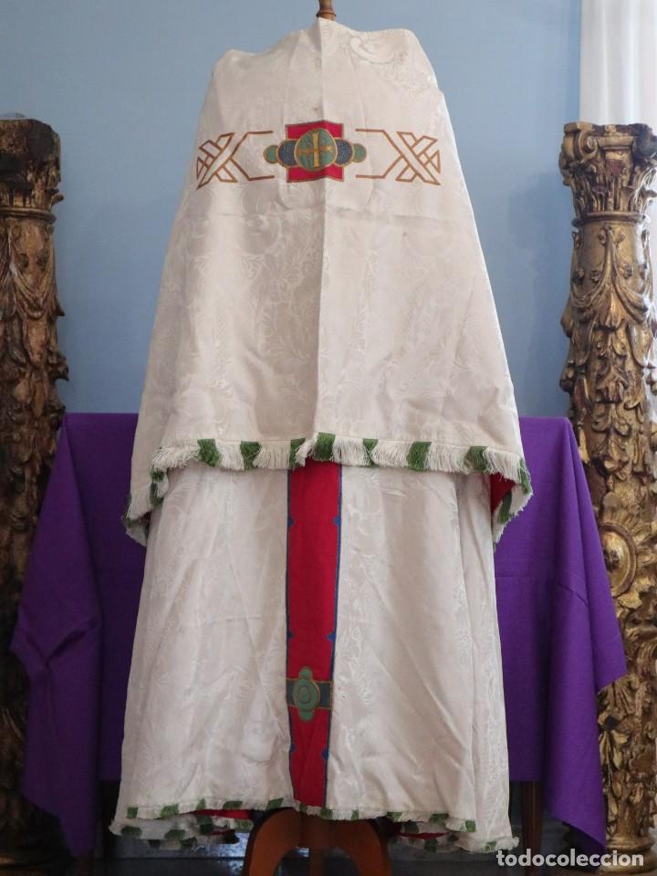Antigüedades: Capa pluvial de seda en corte moderno acompañada de humeral. Años 60. - Foto 5 - 276410408