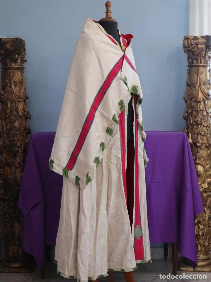 Antigüedades: Capa pluvial de seda en corte moderno acompañada de humeral. Años 60. - Foto 8 - 276410408