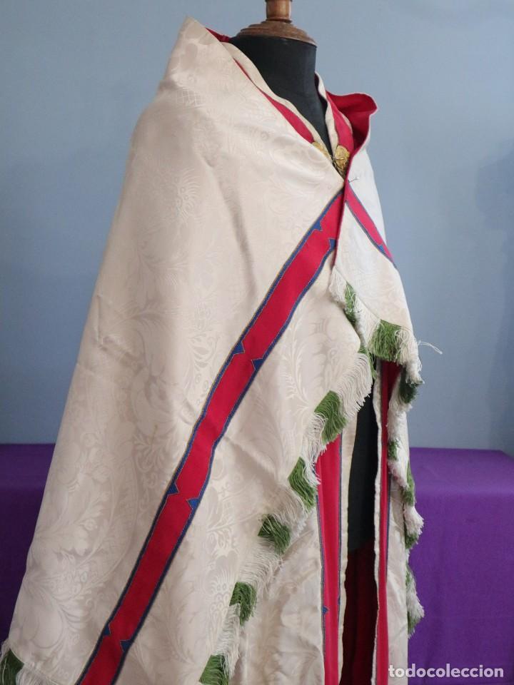 Antigüedades: Capa pluvial de seda en corte moderno acompañada de humeral. Años 60. - Foto 9 - 276410408