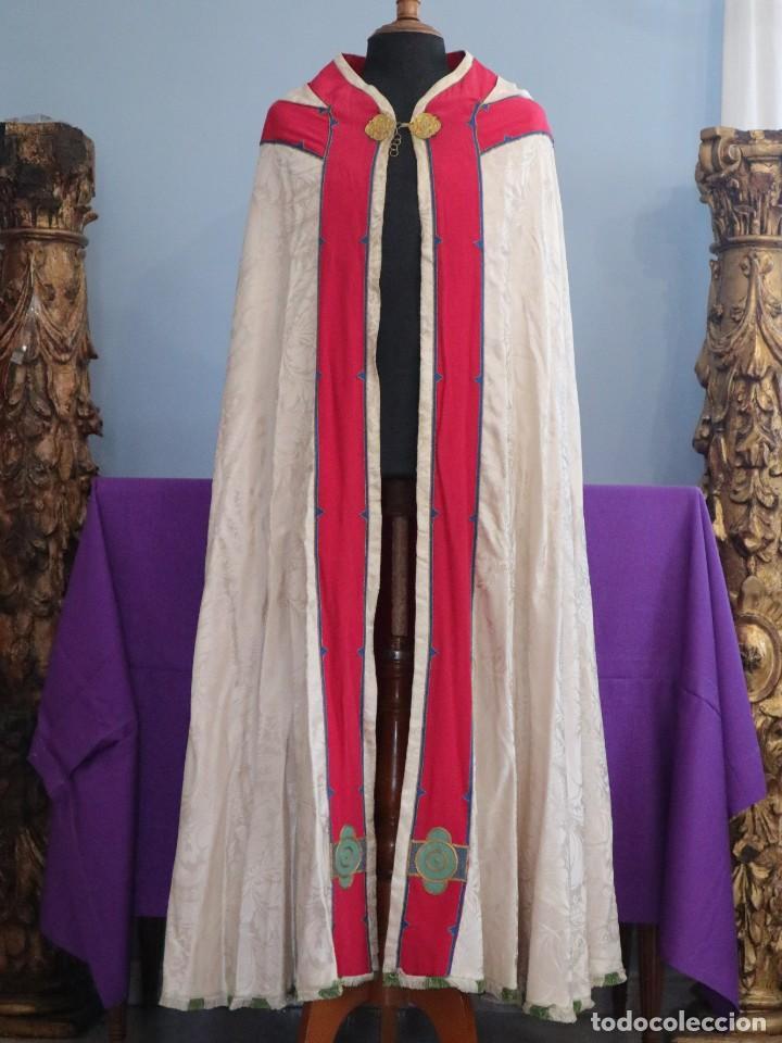 Antigüedades: Capa pluvial de seda en corte moderno acompañada de humeral. Años 60. - Foto 11 - 276410408