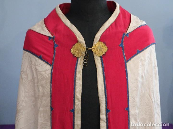 Antigüedades: Capa pluvial de seda en corte moderno acompañada de humeral. Años 60. - Foto 12 - 276410408