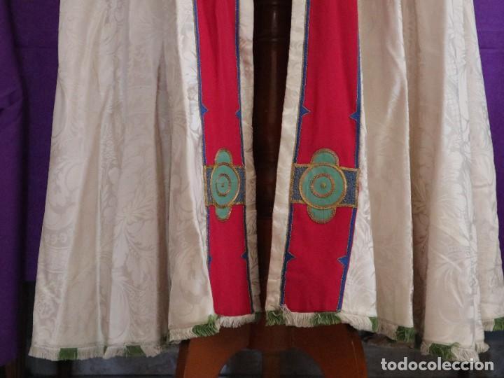 Antigüedades: Capa pluvial de seda en corte moderno acompañada de humeral. Años 60. - Foto 14 - 276410408