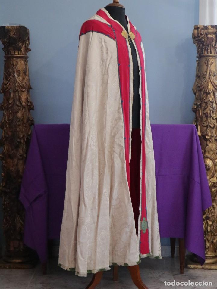 Antigüedades: Capa pluvial de seda en corte moderno acompañada de humeral. Años 60. - Foto 15 - 276410408