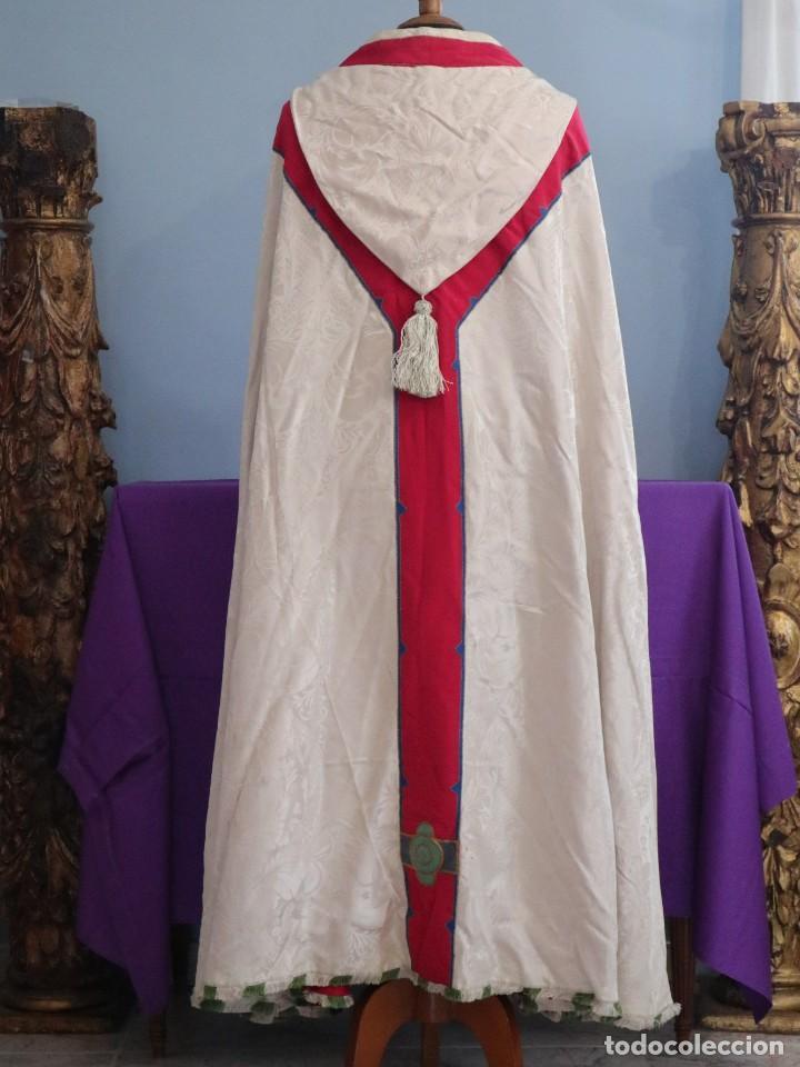 Antigüedades: Capa pluvial de seda en corte moderno acompañada de humeral. Años 60. - Foto 17 - 276410408