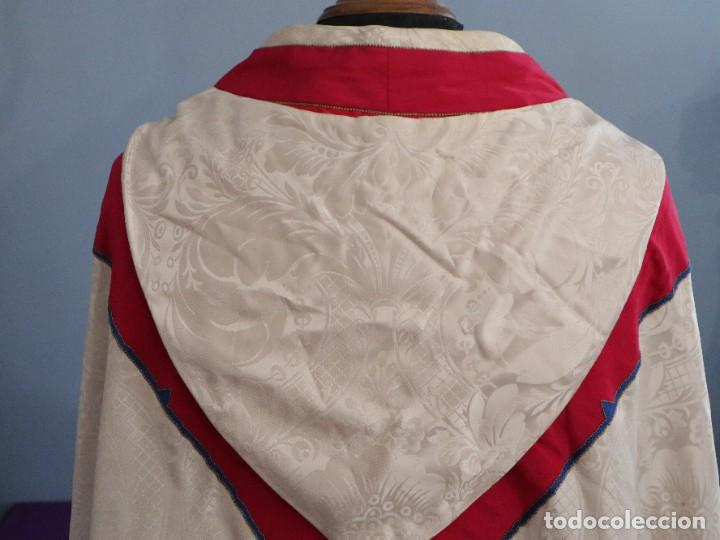 Antigüedades: Capa pluvial de seda en corte moderno acompañada de humeral. Años 60. - Foto 18 - 276410408